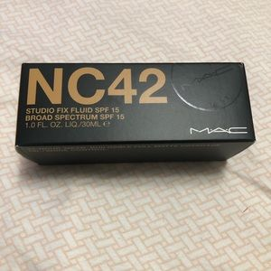 MAC Studio Fix Foundation - NC 42
